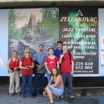мы на фоне рекламного щита в центре г. Баня-Лука